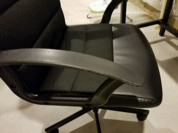 Black Leather Padded swivel chair 1