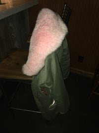 Pink fox fur parka - brand new  537 km