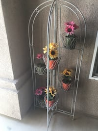 White metal plant pot stand Bakersfield, 93311