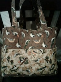 Quilted bird tote. Lots of pockets out / inside 5$ Springfield, 65804