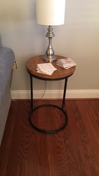 round brown wooden side table Alexandria, 22314
