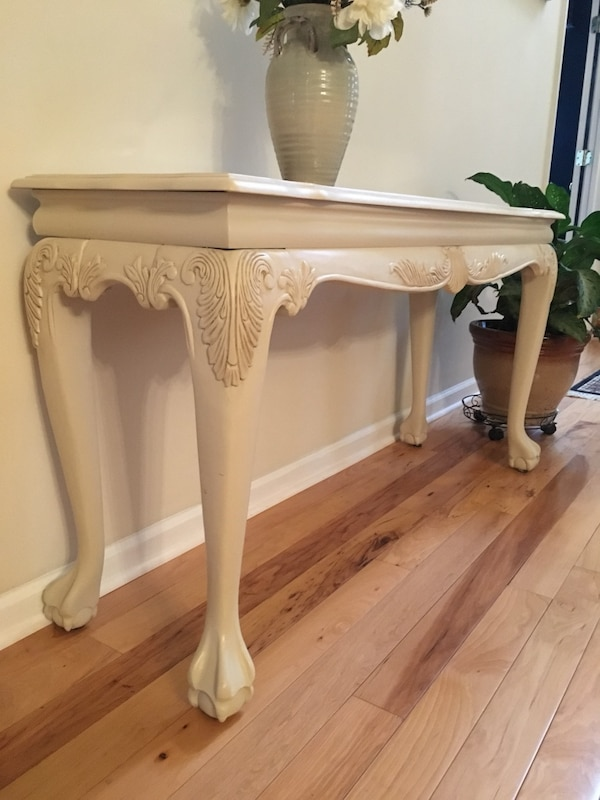 Beautiful Foyer/Sofa Table b412000a-ed44-44a1-aaf6-f87e357210dc