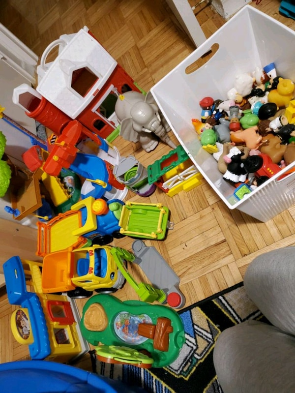 Little People toys! 50 for all obo 5f47a071-41af-4546-aab1-037e17d6a333