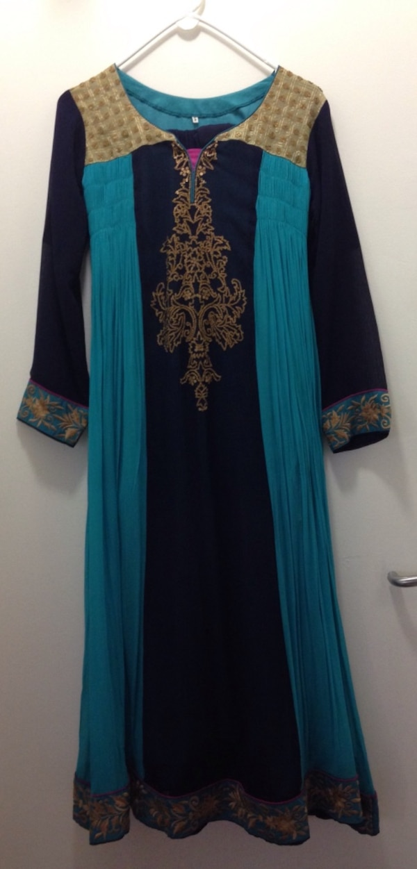 Indian party wear dress (very very good condition) 8878b251-46fa-49ff-aa39-460c9879d021