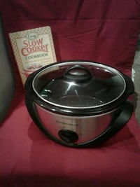 HAMILTON BEACH SLOW COOKER. AND COOKBOOK $18 Springfield, 65804