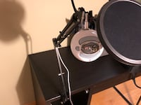 Blue Snowball Mic + Movable Mic stand Mississauga, L5N 7L3
