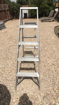 Gray metal a-frame ladder Chino, 91710
