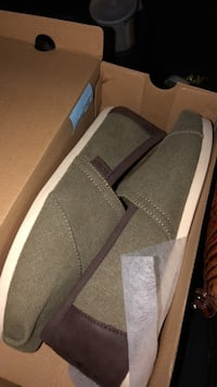 Grey toms brand new 8.5 Washington, 20024