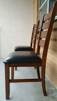 2 chairs for 30$ Toronto, M9V 4A9
