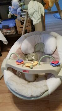 baby's white and gray bouncer CLEMENTON