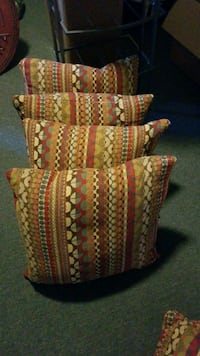 Pillows 4 18×18 and 2 18×12 with feathers and zippers. $20 obo Oakton, 22124