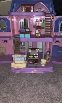 Doll house, can fit very tiny dolls, EX: it could fit baby barbies Suitland, 20746