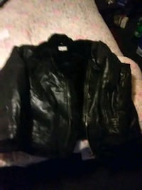 Leather jacket with fur on colar an buckle aroslee