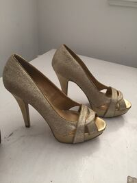 Gold G by Guess heels Surrey, V3R 5K8