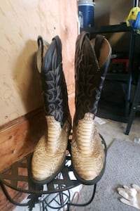 Size 9 snake skin boots