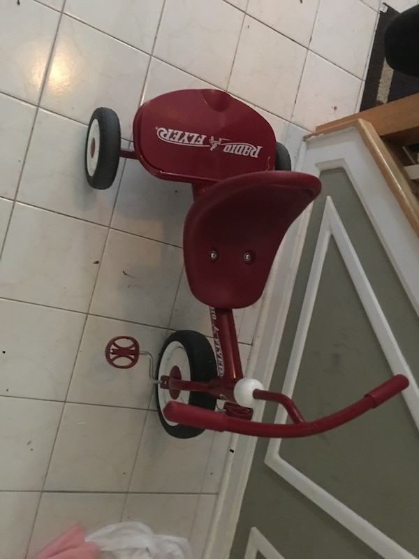 Red and white radio flyer trike