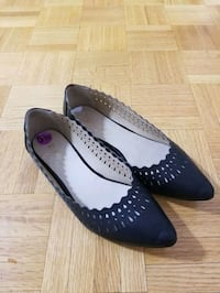 Wore only one  women flat shoes  Toronto, M5B 1X1
