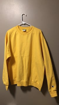 yellow crew-neck long-sleeved shirt Mississauga, L5R 3E6