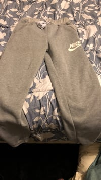 Gray and white nike sweat pants Toronto, M4A