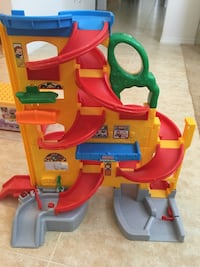 Fisher Price Raceway with 10+ Race Cars