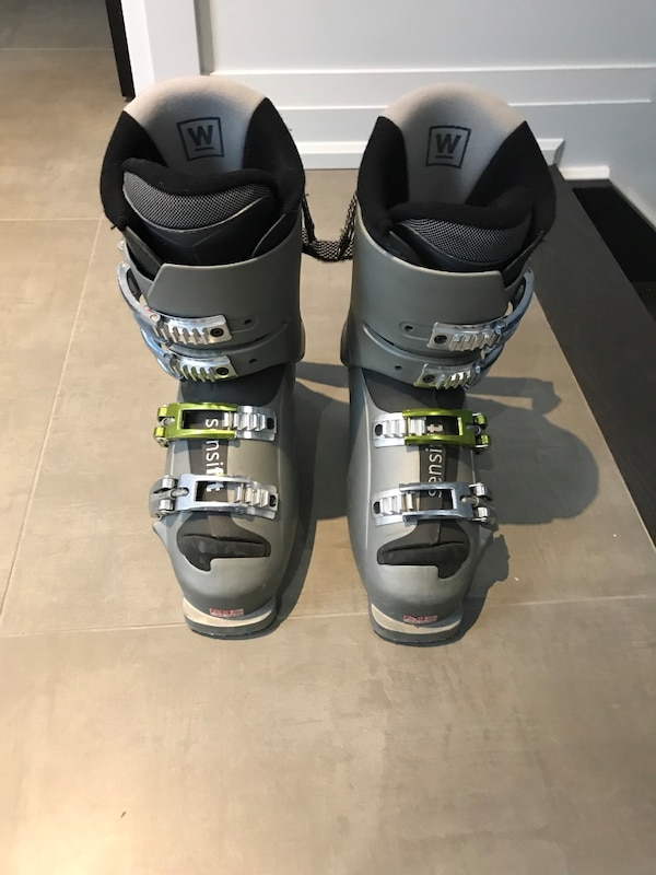 Salomon ski boots for sale. Size 25 in great condition