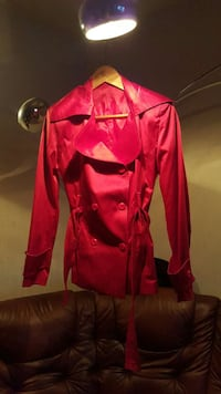 red trench coat Malmö, 214 57