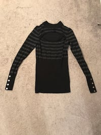Guess mock neck sweater, size small