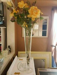 Life like Rose's in tall vase Whitby, L1N 8X2