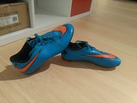 blau-orangene Nike Cleats Berlin, 14059