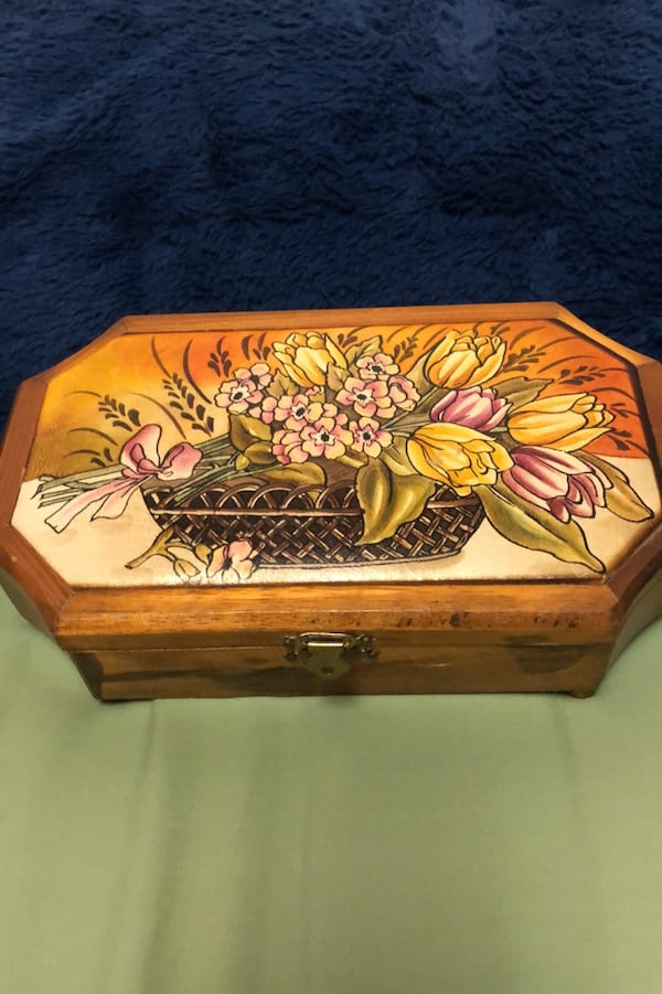 "Vintage jewelry or trinket boxWith soft leather top. 10"" x 6"" 2c8a08c2-0642-497f-a0ff-2512d57c8d1e"