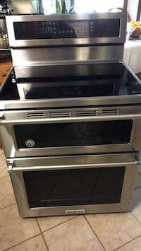 Kitchen Aid induction range one year old like new