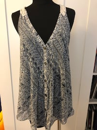 Guess Sleeveless top Size M $15 New Westminster, V3L 0J1