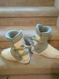 pair of white ski boots ladies size 8