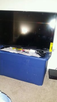 black flat screen TV with remote control Lincolnia, 22312