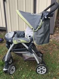 Baby's black and green chicco stroller 801 mi