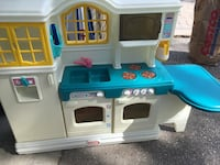 Fisher Price play kitchen  Toronto, M6S 3R2