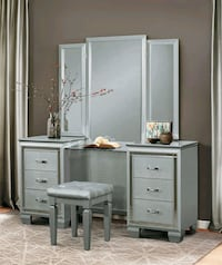 NEW Silver Vanity Set with Stool  Houston, 77036