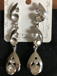 Beautiful Silver Diamond Dangling Earrings Methuen, 01844