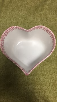 Lg glass heart bowl Essex, 21221