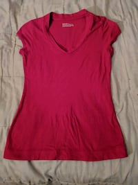 Women's red v-neck shirt Sz L Lakeland, 33810