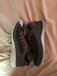 pair of black-and-pink Nike running shoes Lubbock, 79407