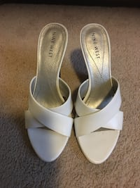 pair of white leather open-toe ankle strap sandals Dumfries, 22026