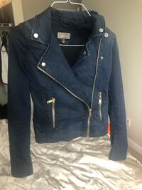 Guess Jean Jacket size Small Vancouver, V6Z 2W9