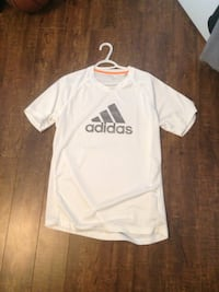 white Adidas crew neck t-shirt Mount Albert, L0G 1M0