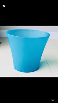 Blue cute bathroom waste basket Brampton, L6X 0Z2
