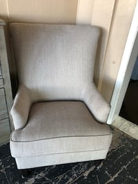 Large accent chair.  Lodi, 95240