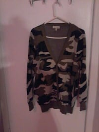 CAMO PRINT BUTTONED SWEATER WITH POCKETS.Sm Pickering, L1W 2K1