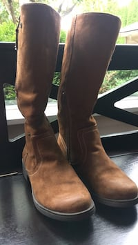 Suede light brown boots with 1 inch heel faux wool lining inside Port Coquitlam, V3B 5C1