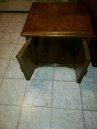 Solid wood end table in mint condition West Kelowna, V4T 2R1
