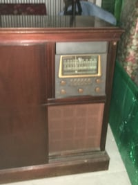 Vintage Magnavox Georgian Radio/Turntable Cabinet ASHBURN